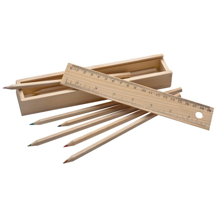 Kredki w drewnianym pudełku